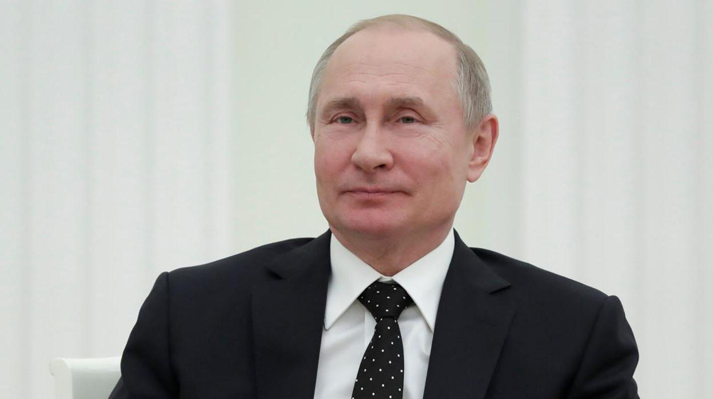 Vladimir Putin firma ley contra noticias falsas