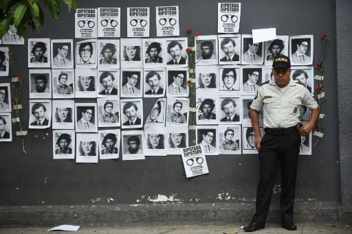 Fotos de desaparecidos en el conflicto armado. Foto: AFP.