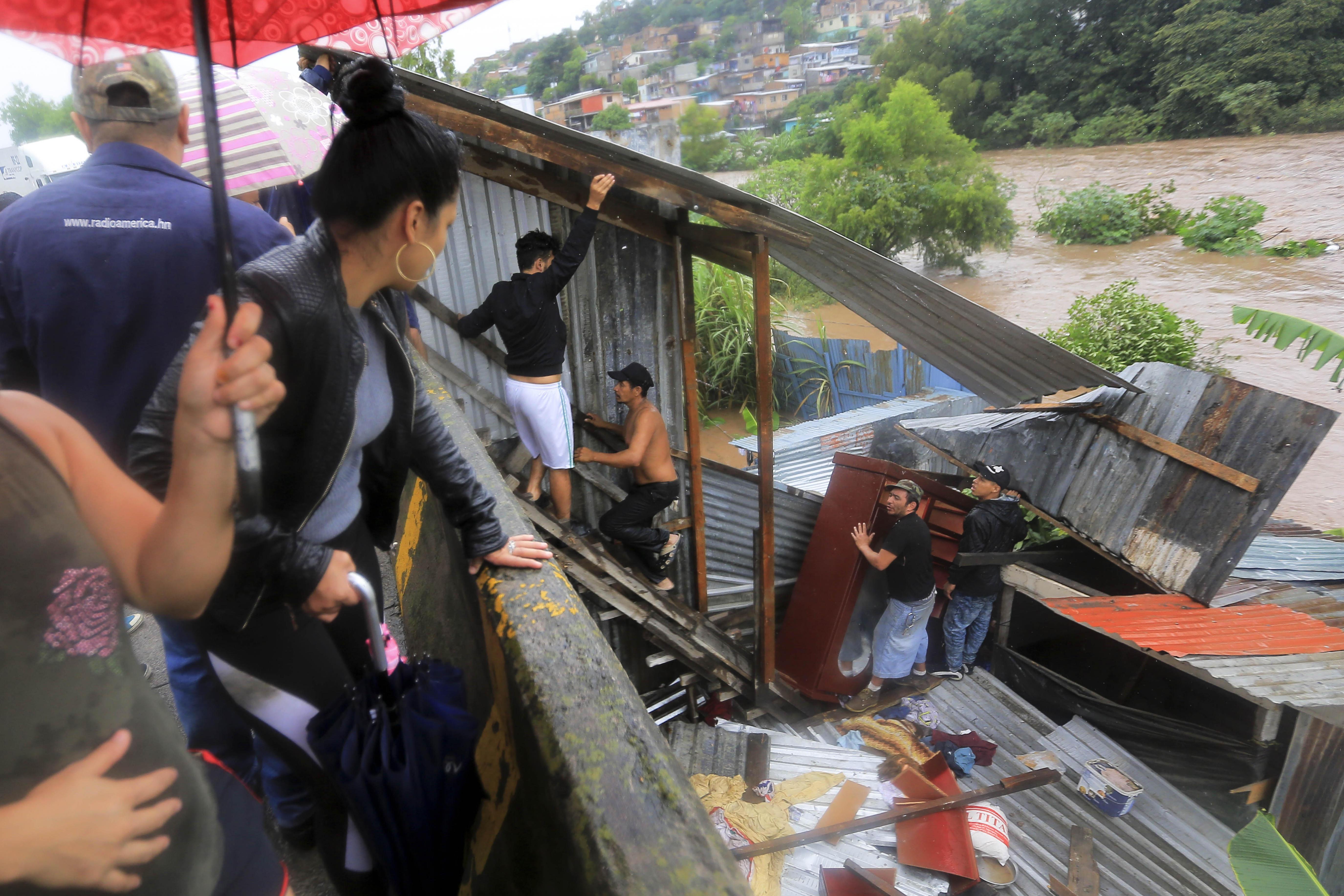 Honduras declara alerta roja en 3 departamentos por fuertes lluvias