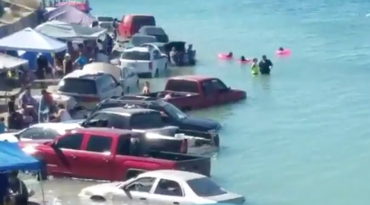 Playa inundada en México.