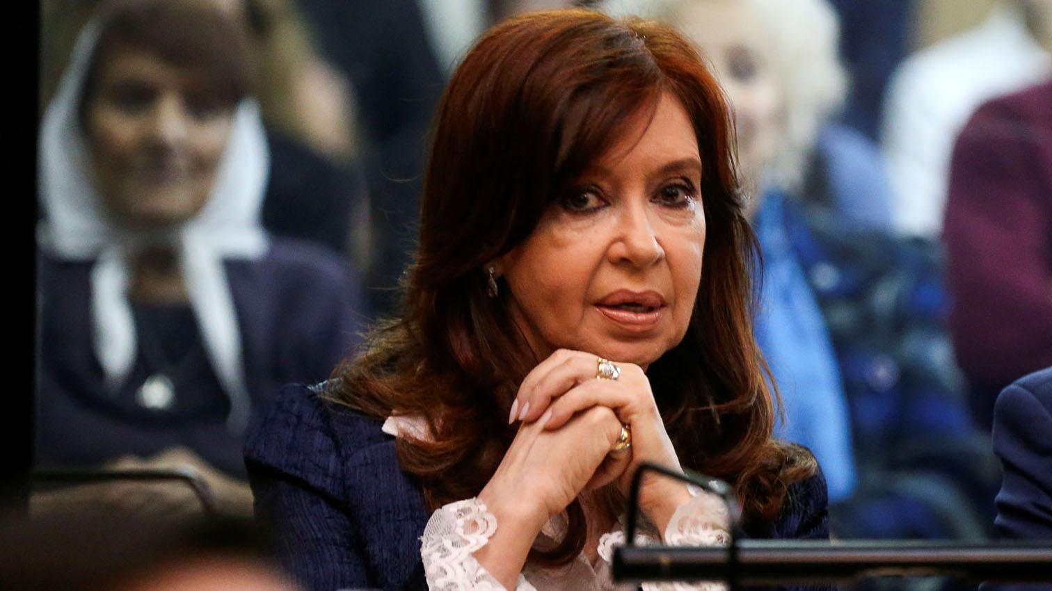 Expresidenta de Argentina comparece en juicio por corrupción