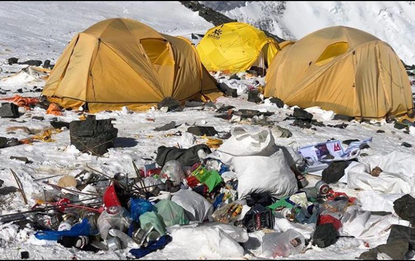 Recuperan cuatro cuerpos y recolectan diez toneladas de basura en el Everest-