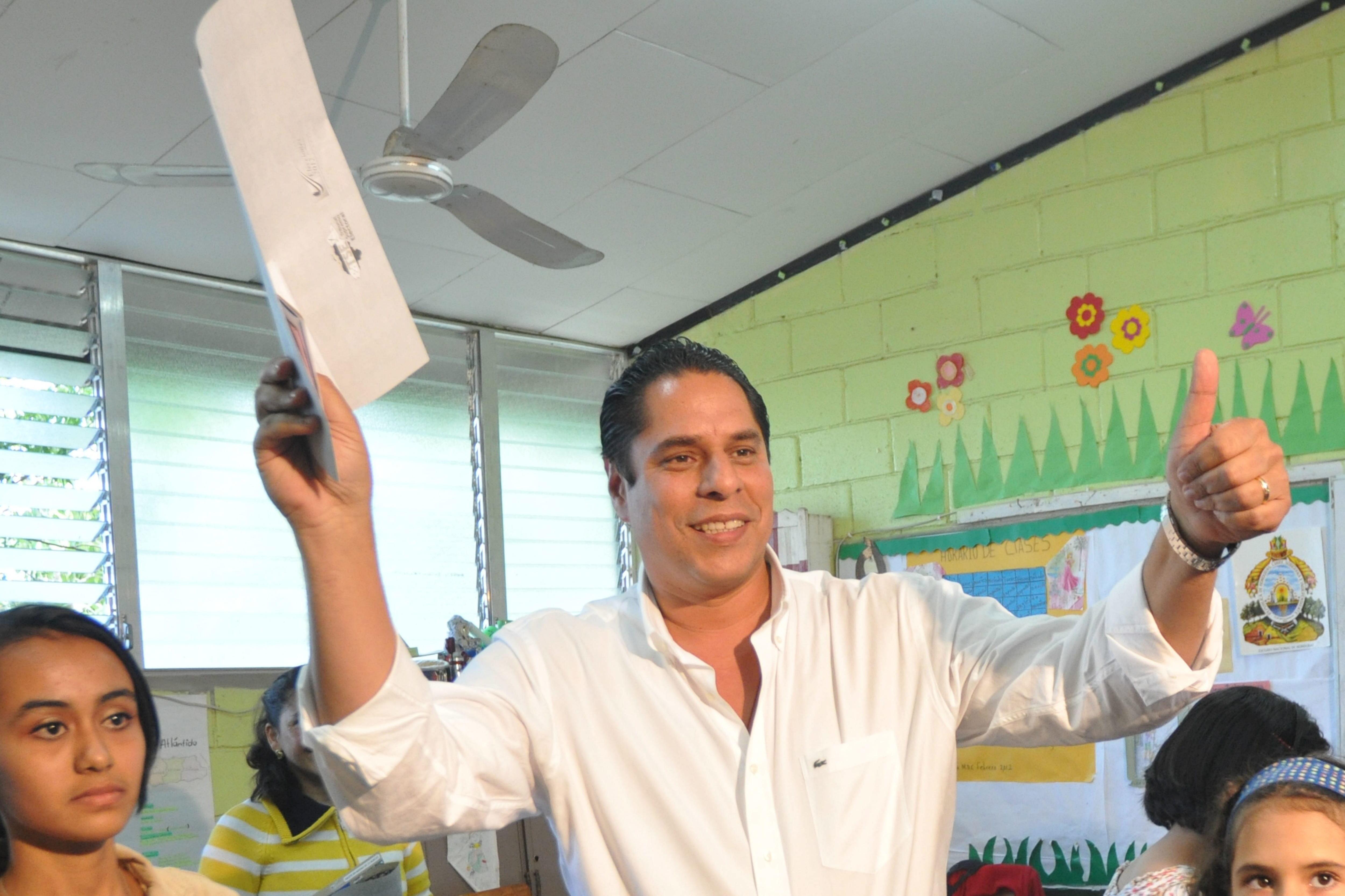 El exministro y exalcalde de Tegucigalpa Miguel Pastor se entregó a la justicia de Honduras