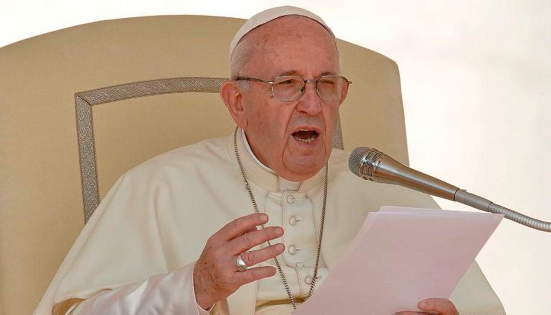 """El papa dice que """"no hay democracia con hambre, ni desarrollo con pobreza"""""""