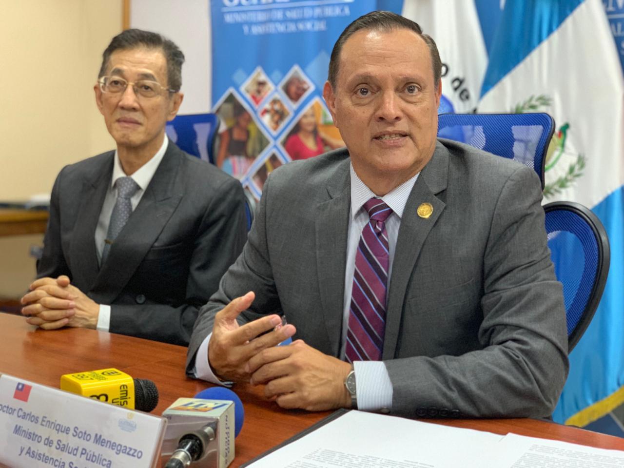 Ministro de Salud y embajador de Taiwán.