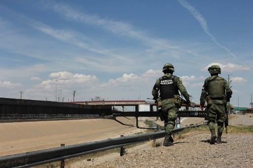 Ejército mexicano patrulla la frontera.