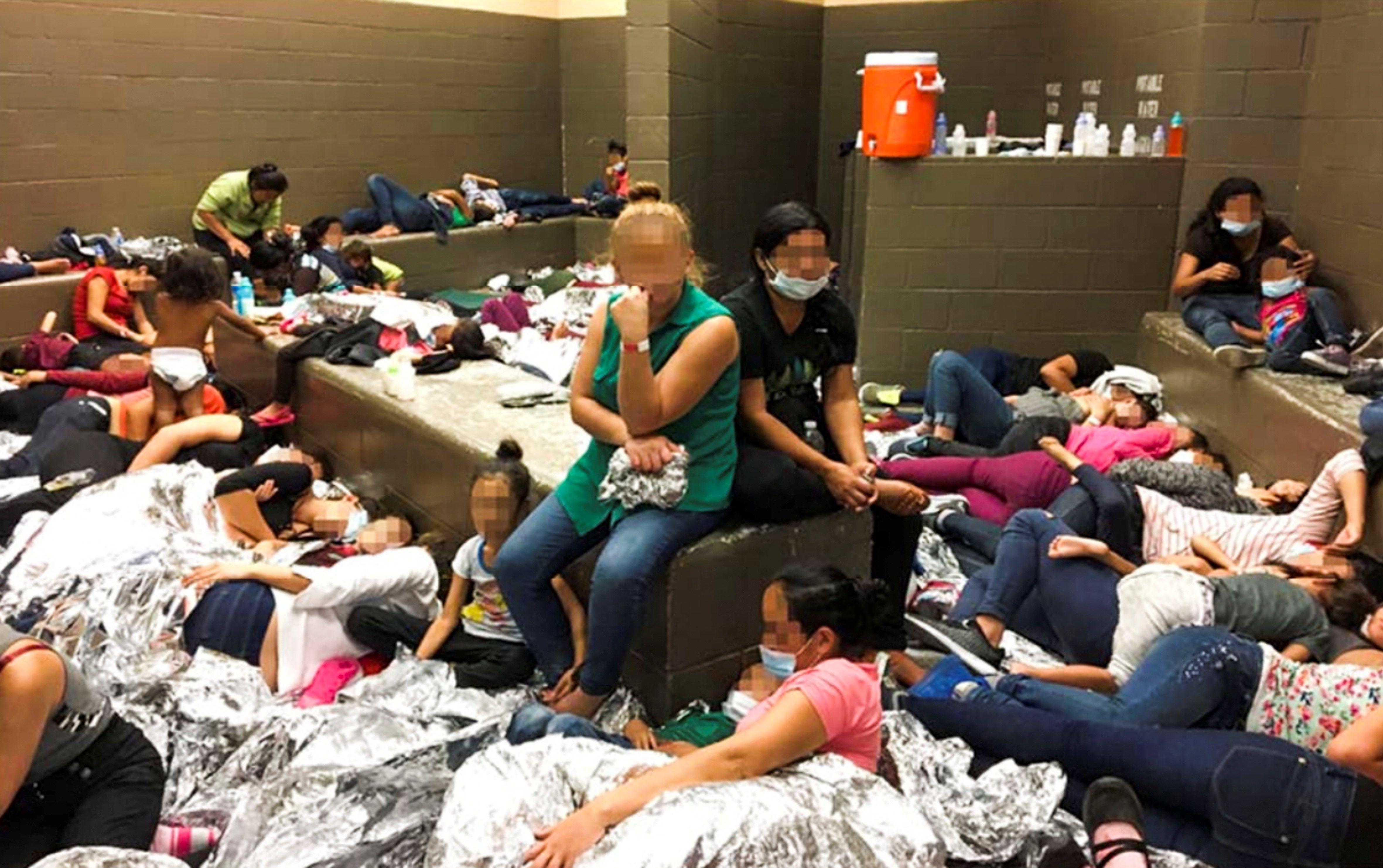 Hacinamiento en centros de detención de migrantes. Foto: EFE