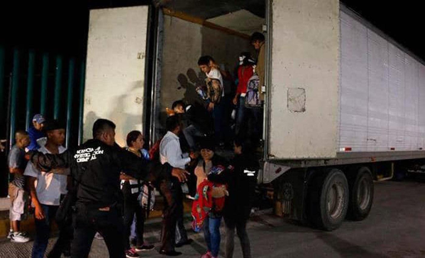 En México interceptan a migrantes centroamericanos en un camión