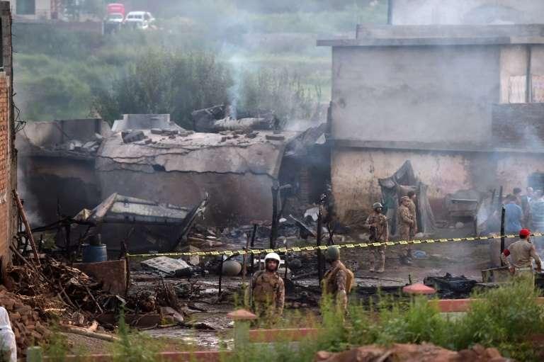 Avión se estrella en Paquistán