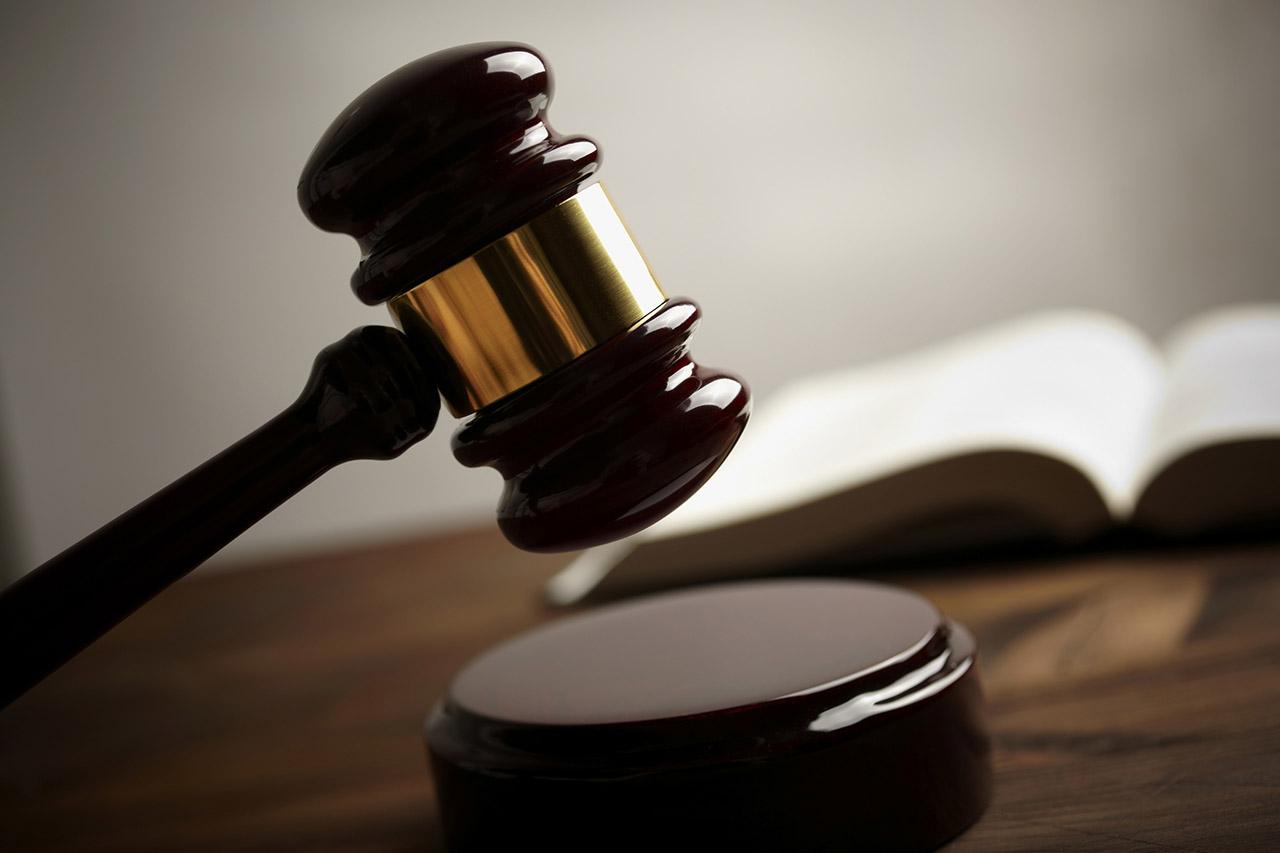 Sentenciada a cadena perpetua a madre que mató de hambre a su hijo