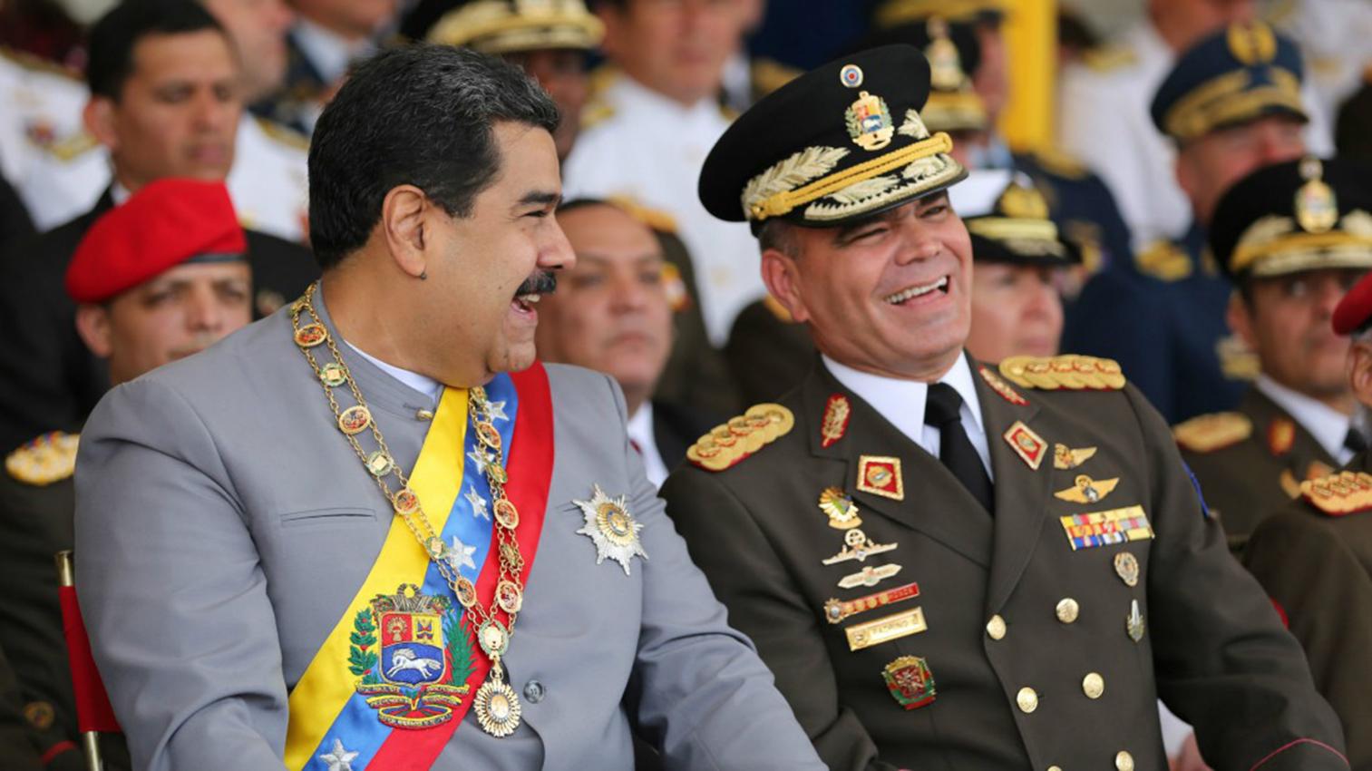 El gobernante venezolano, Nicolás Maduro, ratificó en el cargo de ministro de Defensa al general Vladimir Padrino López Foto con fines ilustrativos