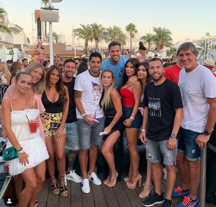Messi se divierte con Antonela en Ibiza