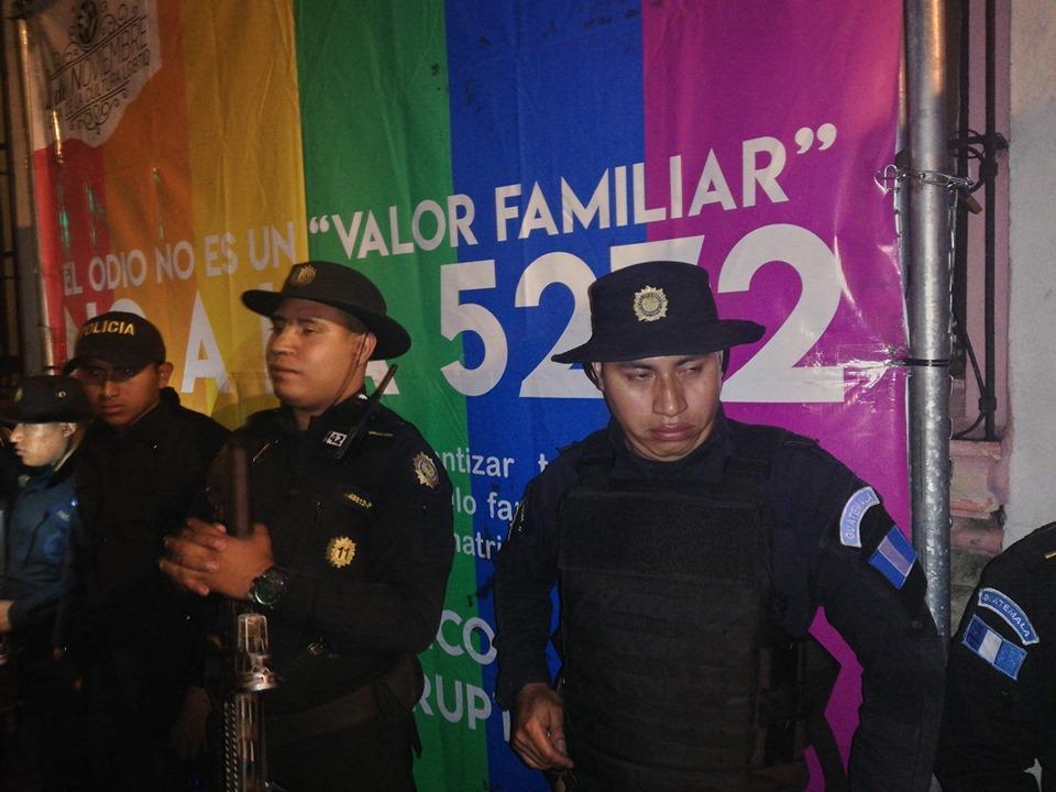 Denuncian abusos de la PNC en fiesta de la diversidad sexual