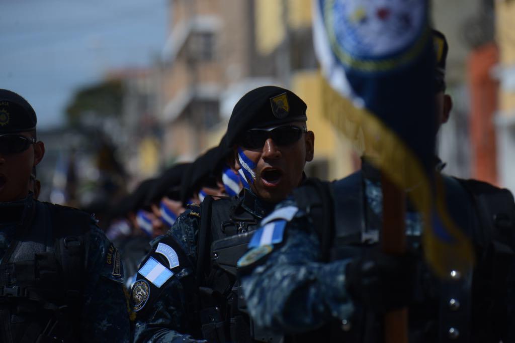 Policía Nacional Civil conmemora sus 22 años de servicio con un desfile de honor