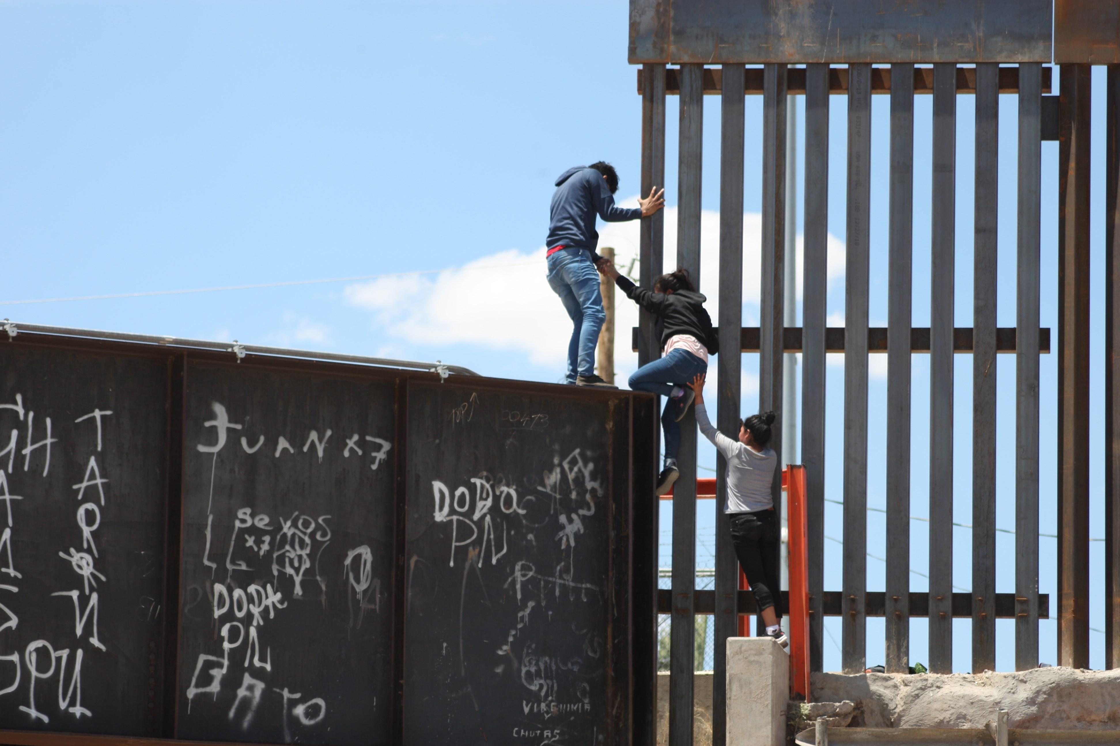 Migrantes en frontera de Estados Unidos