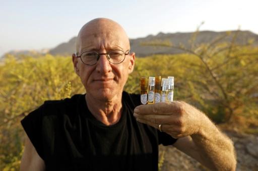 Granjero recupera perfume de Cleopatra y otros de la antigüedad