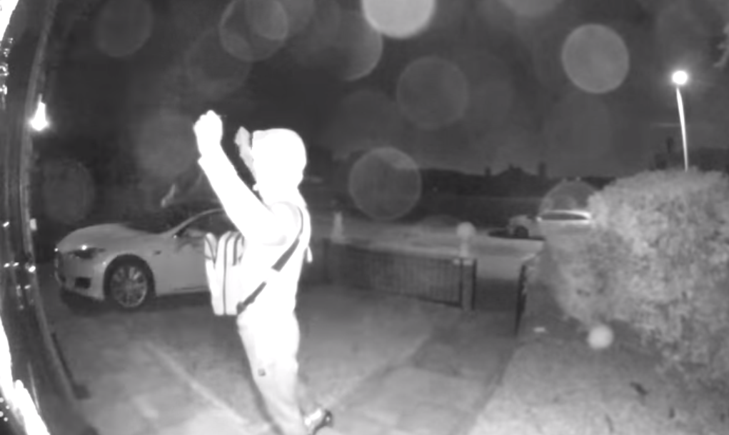Ladrones roban lujoso auto deportivo en 30 segundos con un truco