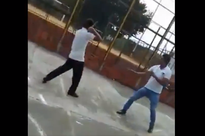 Estudiante intenta apuñalar a maestro