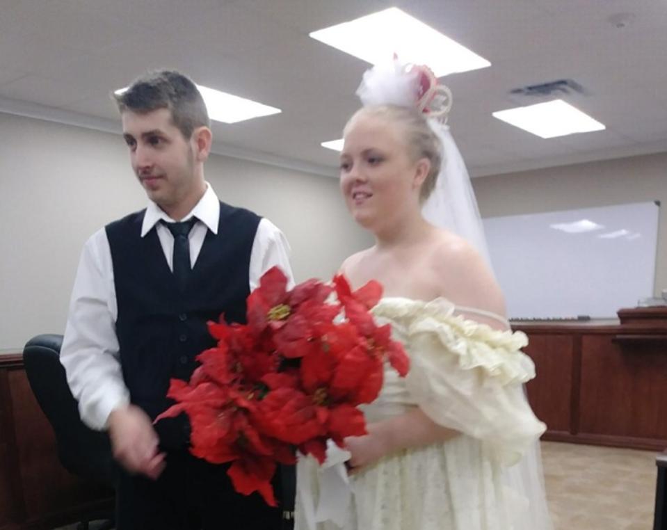 Trágica muerte de pareja cinco minutos después de darse el sí