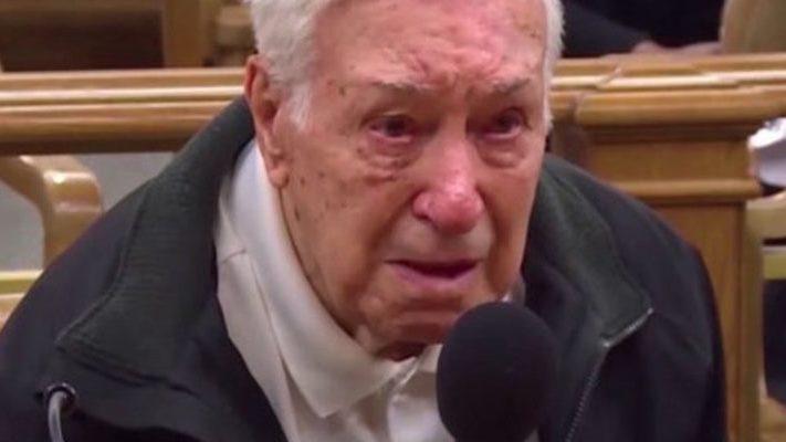 Juez perdona multa a anciano por noble causa
