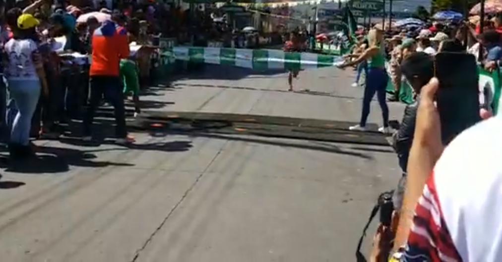Corredor muere al cruzar la meta en la media maratón de Totonicapán
