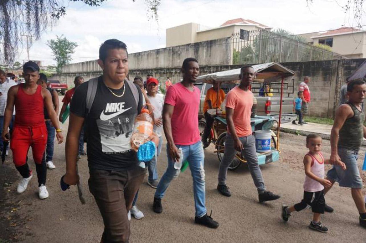 Migrantes varados en frontera sur de México anuncian marcha hacia la capital