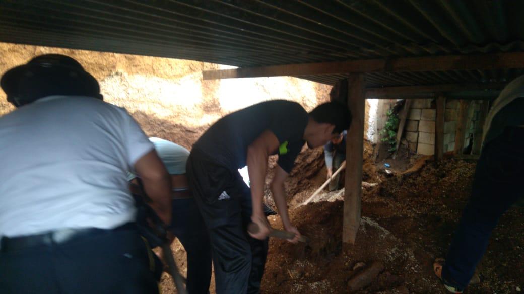 Albañil muere y otro rescatado
