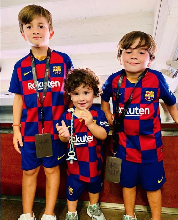 El hijo mayor de Lionel Messi, Thiago, convirtió un gol en un amistoso de las infantiles del Barcelona y el video se hizo viral.