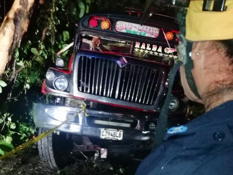 Seis personas perdieron la vida en un accidente de un bus colectivo en jurisdicción de Siquinalá, Escuintla.