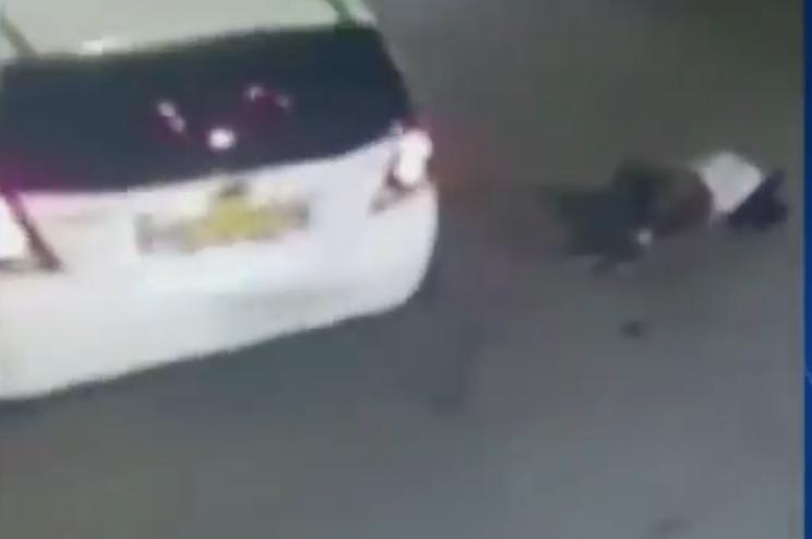 Atropellan a mujer, cuando llegan los paramédicos la asaltan y a los paramédicos