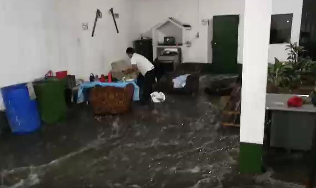 Bomberos denuncian amenazas por publicar video de inundaciones