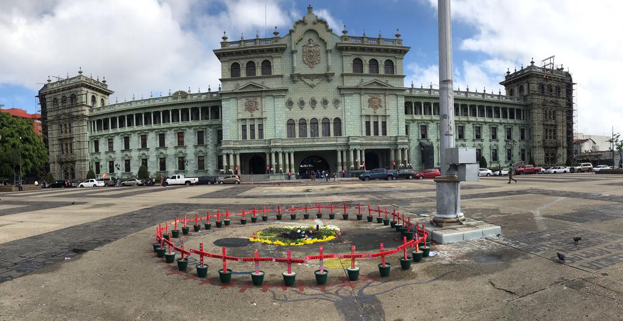 Empresarios llaman a la cordura en la Plaza de la Constitución.