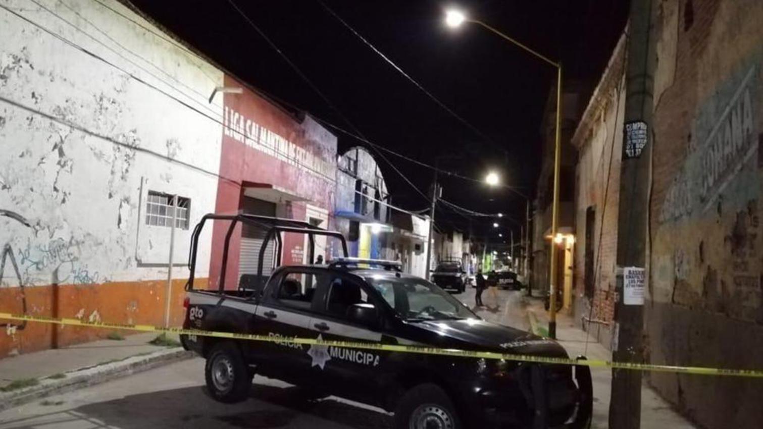 Las Fuerzas de Seguridad Pública del Estado (FSPE) bloquearon la calle donde se situaba el bar para preservar la escena del crimen