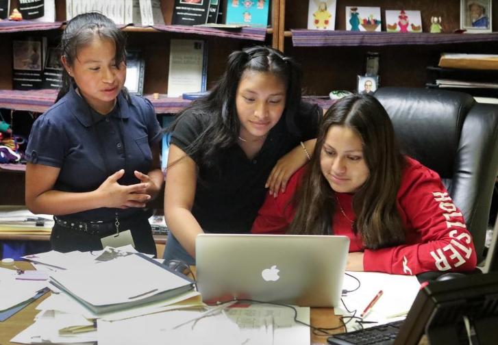 Conozca a las adolescentes guatemaltecas traductoras de idiomas mayas en EE.UU.