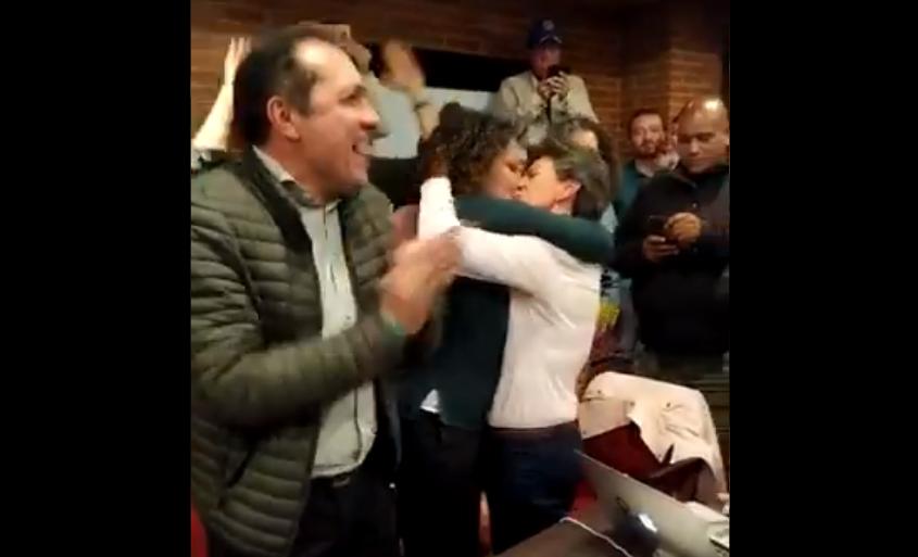 Festejo de Claudia López tras ganar alcaldía de Bogotá