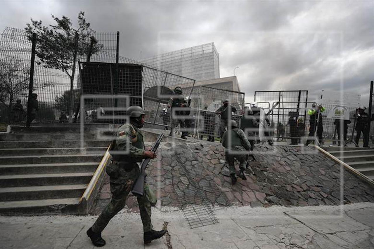 Fuerzas toman el control del Parlamento en Ecuador tras asalto de manifestantes