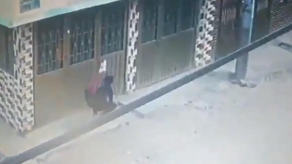 Mujer comete acto inhumano y deja tirada a una bebé