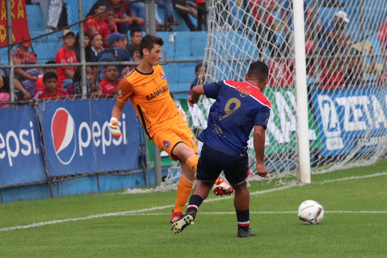 Kenderson Navarro, jugará de titular contra Sanarate