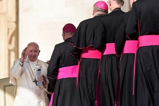 """Obispos reunidos en el Vaticano por sínodo sobre la Amazonía aprobaron un documento que pide introducir el """"pecado ecológico"""" y los curas casados."""