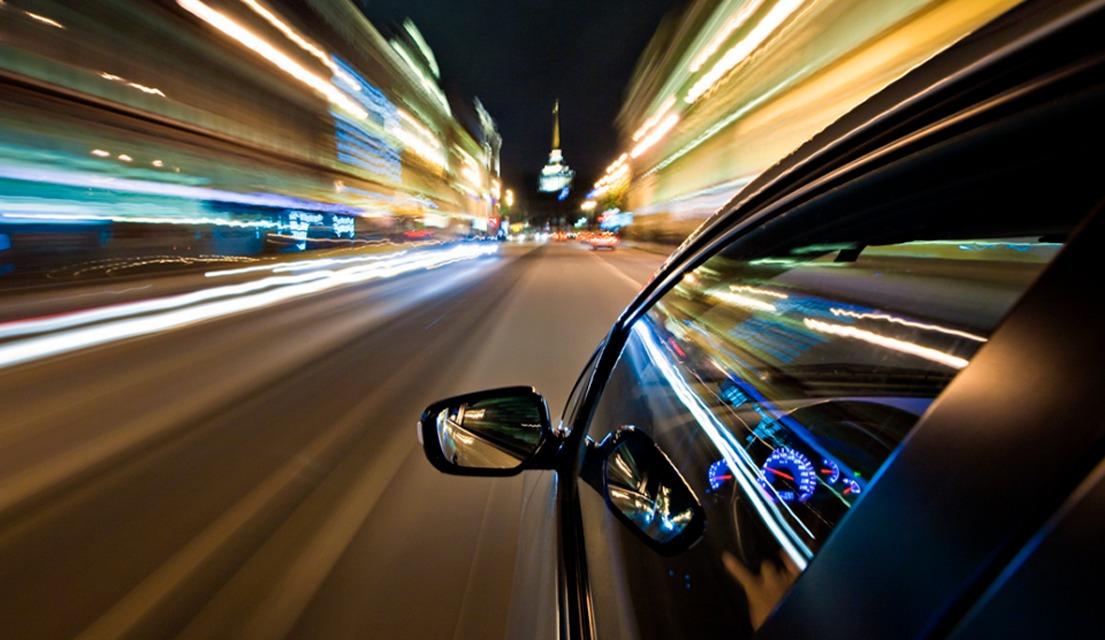 PMT impone multas por Q55 mil a conductor por carrera en la vía pública
