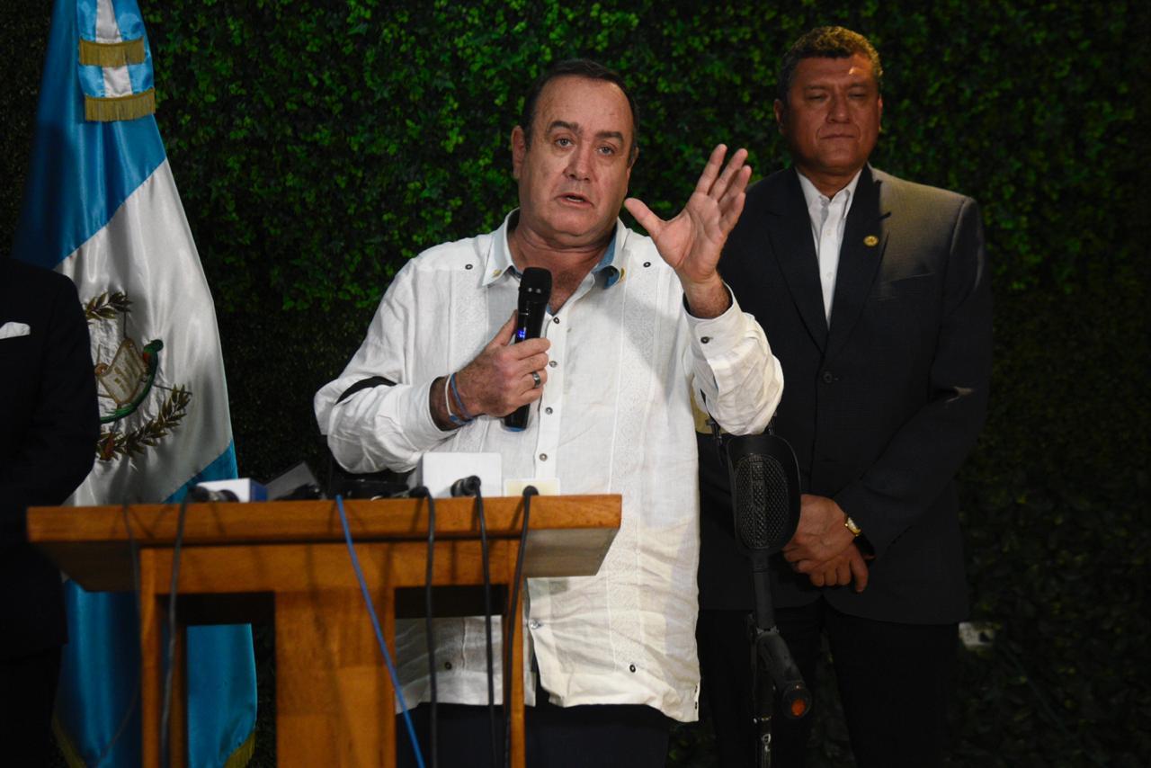 Alejandro Giammattei en conferencia de prensa