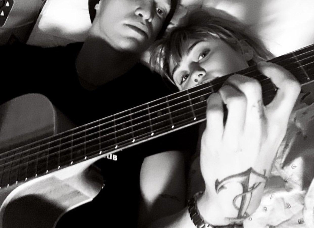"""Miley Cyrus se confiesa: """"Pensé que era gay"""""""