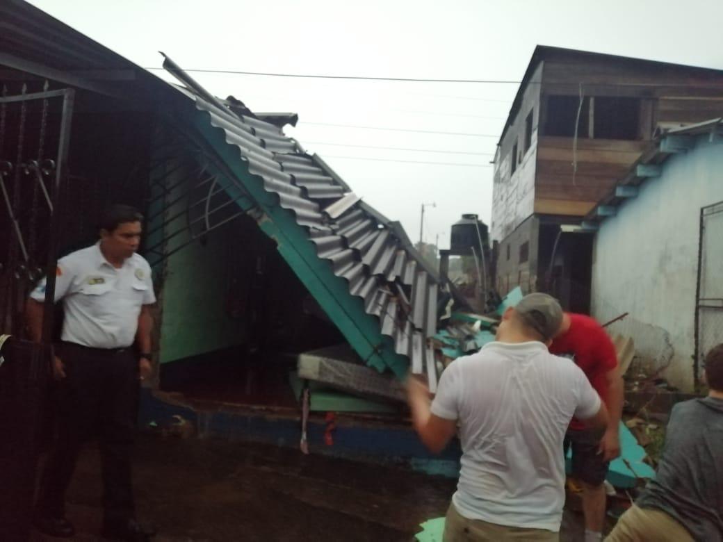 viviendas colapsan tras fuertes lluvias en Suchi