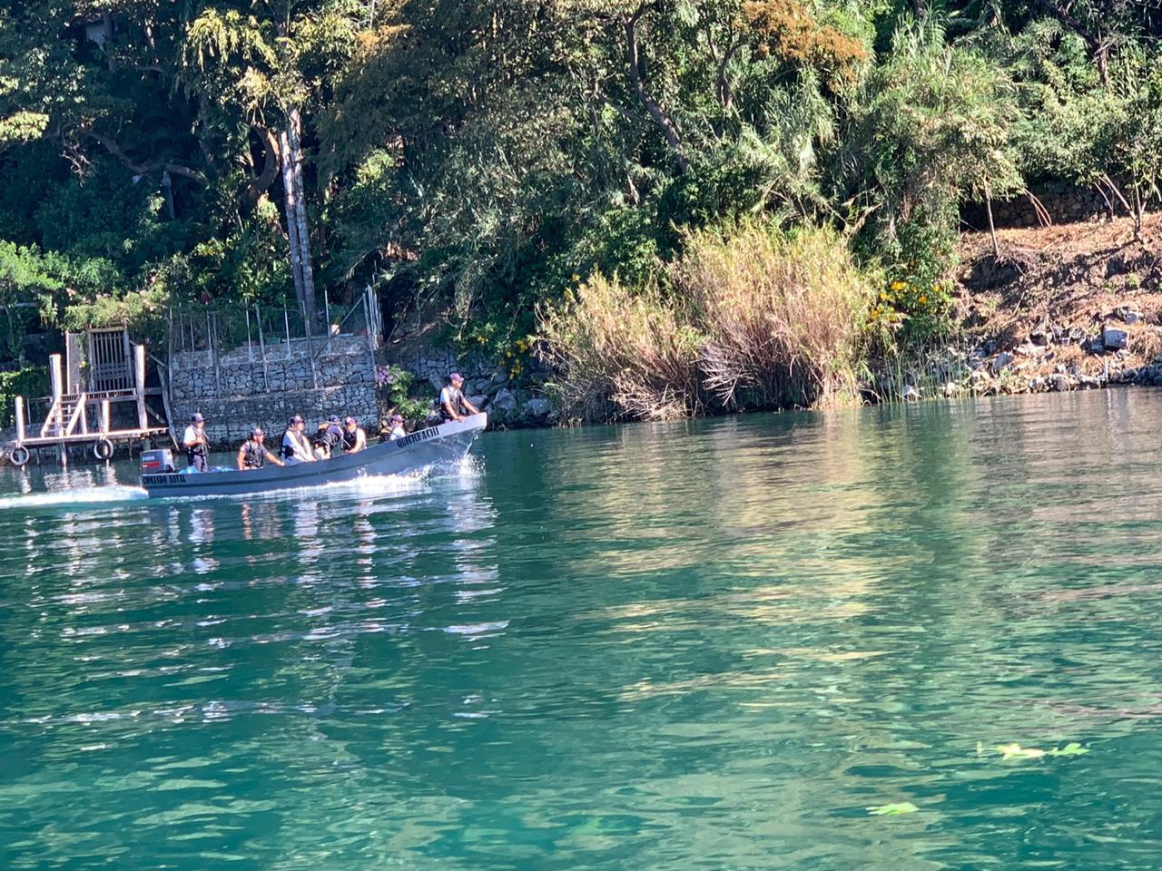 Continúa búsqueda de piloto de lancha que cayó al Lago de Atitlán