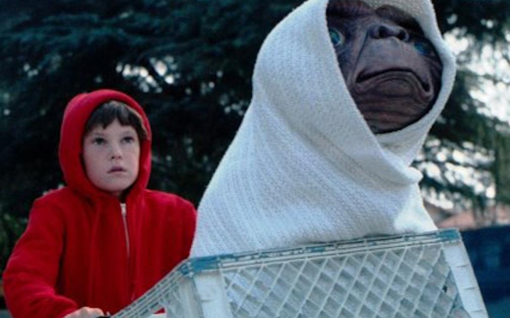 E.T. se vuelve a reencontrar con su amigo Elliot 37 años después