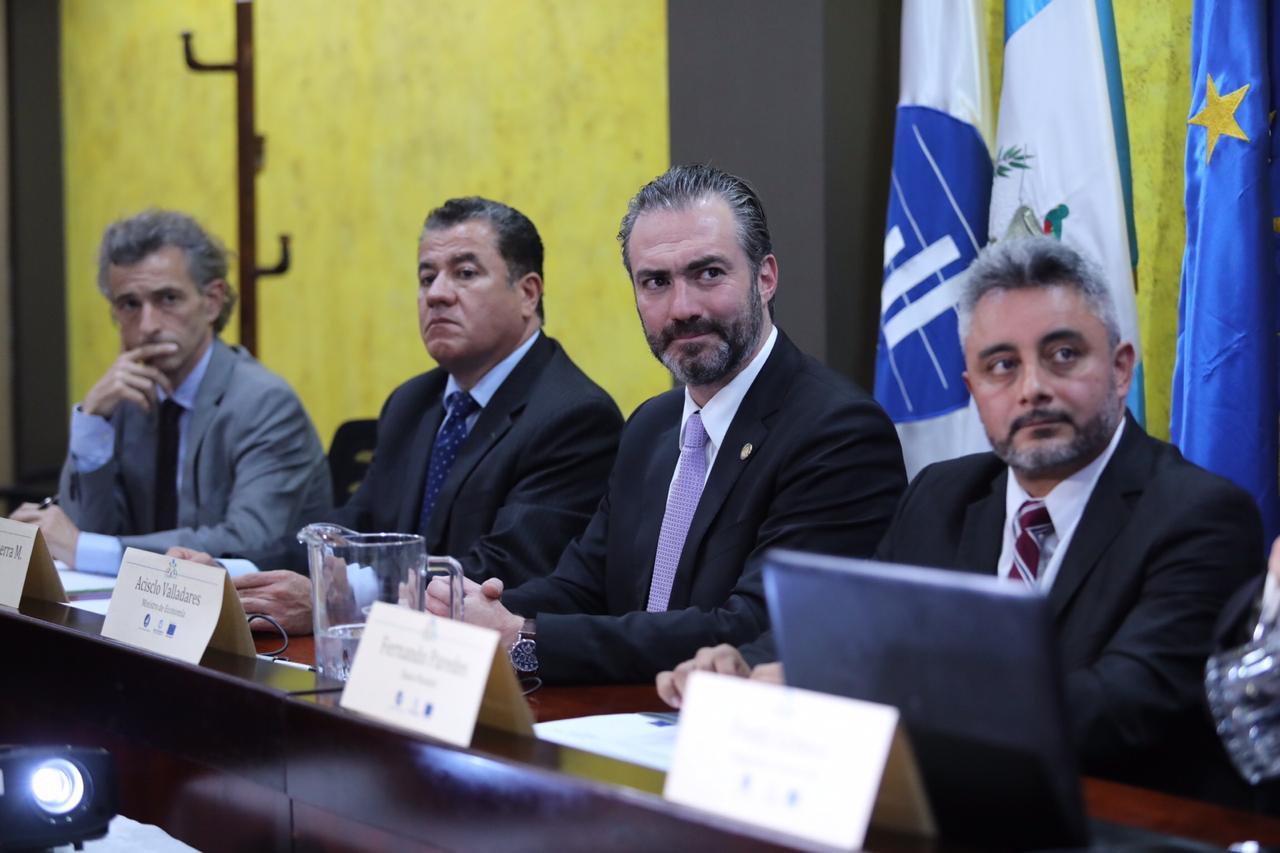 El Estado guatemalteco tiene 282,753 empleados en 85 instituciones