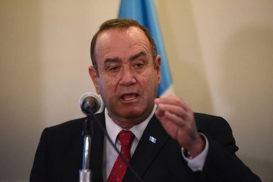 Giammattei asegura que expulsará de Guatemala a diplomáticos venezolanos