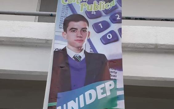 Universidad utilizó la foto de actor porno para su publicidad