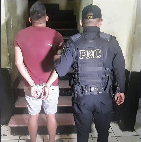 Keyson Alexander Barrera Nuñez, de 21 años, fue detenido cuando pretendía cobrar Q5 mil para devolver una motocicleta robada.