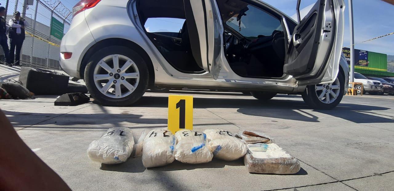 Al menos cinco paquetes de supuesta droga en Palín, Escuintla